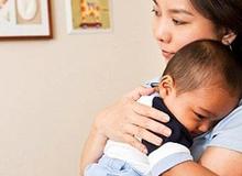 Những trường hợp mẹ ôm hôn bé là hại con