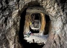 Những hang động bí ẩn của người Mustang ở Nepal