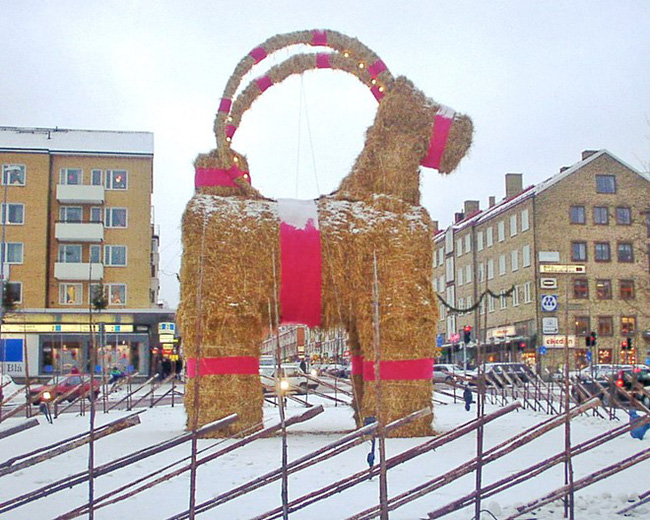 Những truyền thống Giáng sinh kỳ lạ trên thế giới - Ảnh 1.
