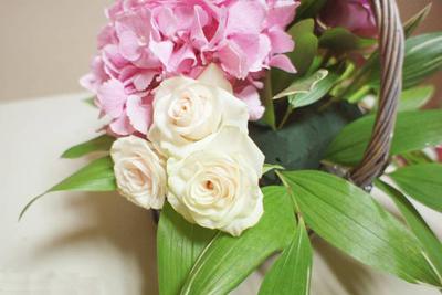 Cắm giỏ hoa thanh nhã trang trí nhà năm mới 5