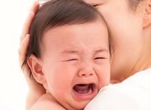 Khoa học chỉ ra 2 cách dỗ trẻ sơ sinh nín khóc dễ đến không ngờ