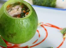 Món ngon cho bé: Óc heo chưng dưa hường bổ dưỡng