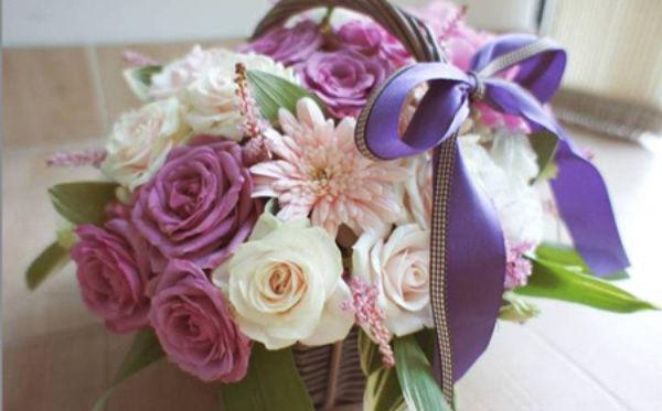 Cắm giỏ hoa thanh nhã trang trí nhà năm mới - Mẹo vặt