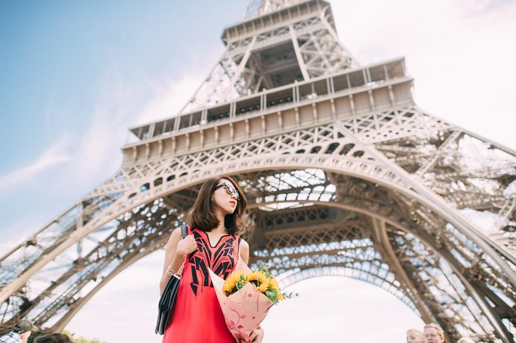 Làm việc ít hơn: Nhiều người có thói quen làm việc liên lục trong thời gian dài mà không nghỉ. Việc đi du lịch, thậm chí chỉ cần nghỉ làm vài ngày, không chỉ tốt cho sức khỏe mà còn giúp tăng hiệu suất làm việc. Các công dân Pháp có nhiều ngày nghỉ được trả lương hơn bất cứ quốc gia nào. Trung bình mỗi người được nghỉ 30 ngày phép mỗi năm. Nhiều người Paris còn nghỉ hẳn một tháng để đi du lịch hay thư giãn. Ảnh: Melissackoh.