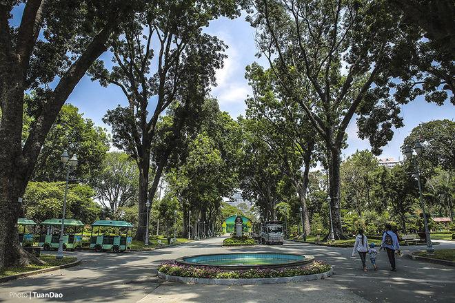 Thảo Cầm Viên là nơi bảo tồn động thực vật có tuổi thọ đứng hàng thứ 8 trên thế giới. Thảo cầm viên đươc nhà thực vật học Jean Baptiste Louis Piere xây dựng. Sau hơn 150 năm tồn tại và phát triển, Thảo Cầm Viên đã trở thành một vườn thú lớn với 590 đầu thú thuộc 125 loài, thực vật có 1.800 cây gỗ thuộc 260 loài, 23 loài lan, 33 loài xương rồng, 34 loại bonsai... và vẫn đang được bổ sung thêm.