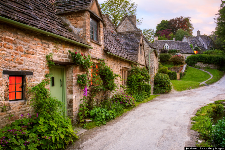 Một góc nhỏ của ngôi làng nổi tiếng này xuất hiện phía bên trong của hộ chiếu mới tại Anh. Nhờ đó, Bibury trở thành một trong những ngôi làng được nhắc đến nhiều nhất trên thế giới. Ảnh: Huffingtonpost.com