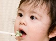 Cho muối vào đồ ăn dặm của trẻ: cẩn thận hại con!