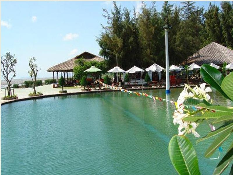 Khung cảnh bình yên của resort.