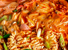 Tự nấu mì cay Hàn Quốc siêu hot, vừa nhìn đã thèm