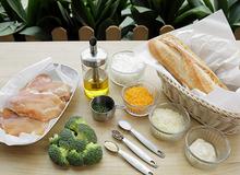Bánh mì kẹp phô mai, gà và bông cải xanh
