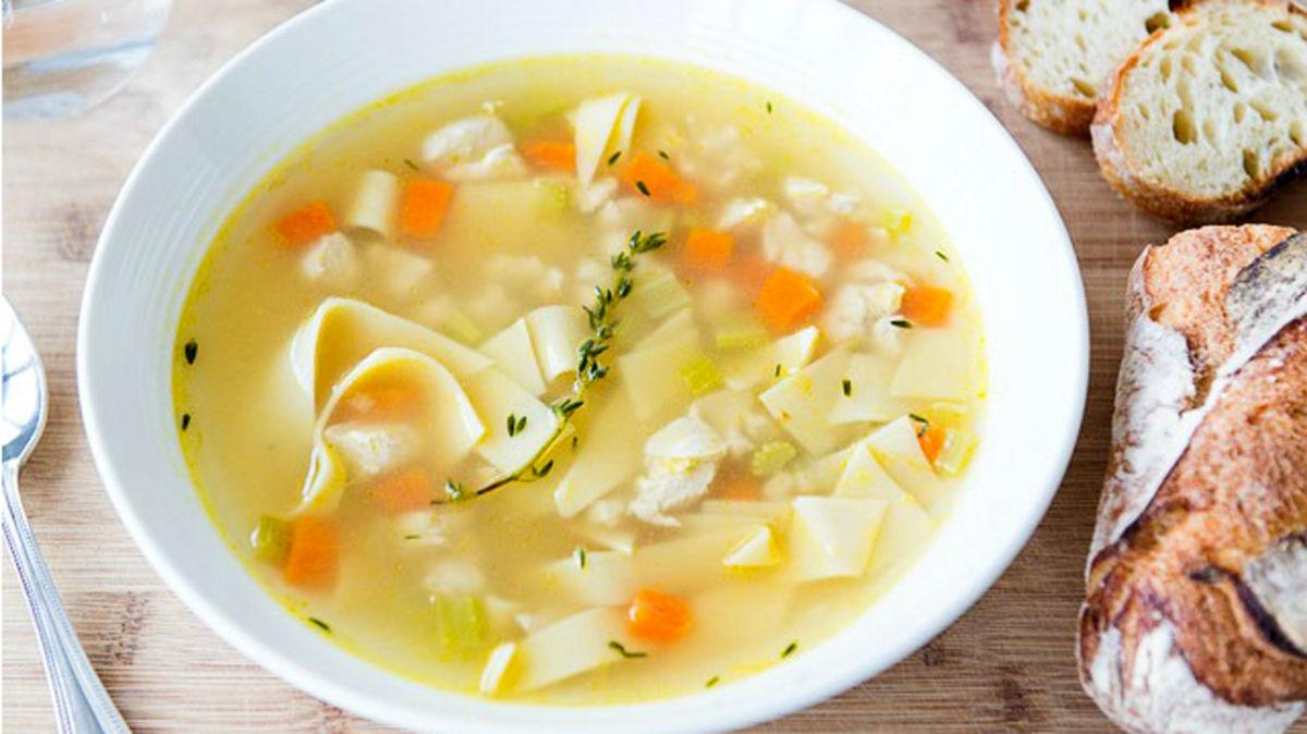 Súp gà: món nấu nhanh, giải cảm ngày mưa lạnh
