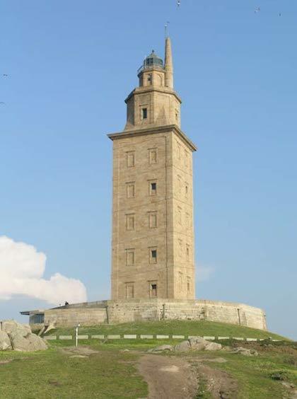 Tháp Hercules vẫn sừng sững trước biến động lịch sử. Ảnh: Ancient Origins.