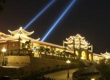 Ngắm chùa Ba Vàng về đêm rực rỡ như chốn bồng lai tiên cảnh