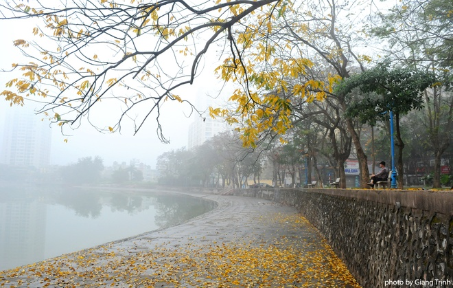 Với góc nhìn của người yêu Hà Nội, bạn sẽ vẫn thấy những khung cảnh rất tình trong thời tiết sương mù giăng khắp này.