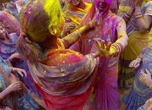 Tràn ngập sắc màu trong lễ hội Holi 2016 ở Ấn Độ