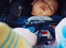 Bố mẹ có thể hại chết con nếu để trẻ ở trong ô tô một mình
