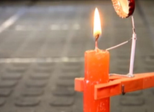 Mẹo hữu ích: Dụng cụ tự động dập lửa khi nến cháy gần hết