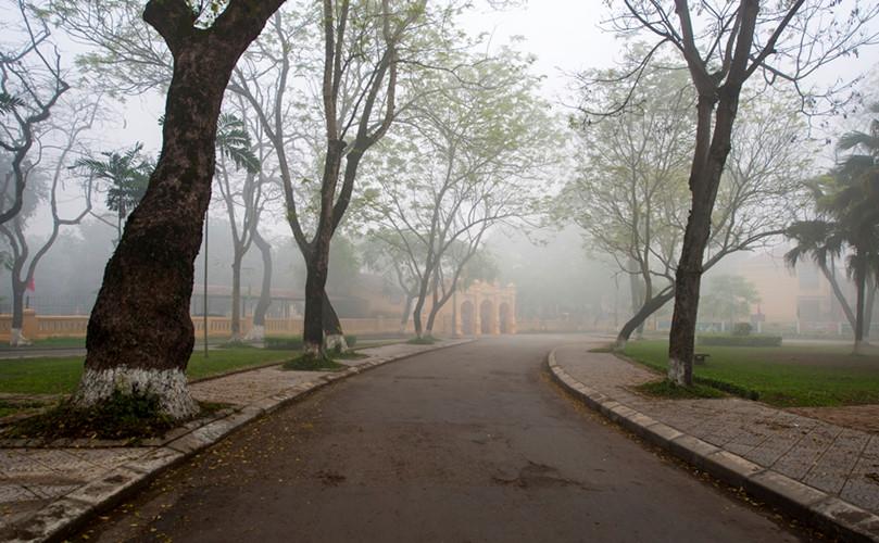 Những ngày đầu năm ở Huế, tùy năm, cũng tùy mùa, Huế lại có những sáng mờ sương huyền ảo.