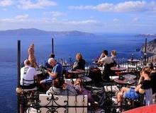 Ngày chủ nhật 25 tiếng trên đảo thiên đường Santorini