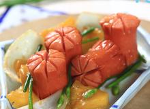 Món ngon cho bé: Biến tấu vơi xúc xích khìa nước dừa