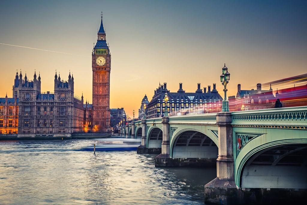 1. London, Anh: Thành phố sương mù cổ kính của Anh đã vượt 5 bậc so với năm 2015, dành vị trí dẫn đầu trong danh sách các điểm đến người dùng TripAdvisor yêu thích nhất được công bố ngày 21/3. Danh sách này được TripAdvisor lựa chọn sau khi khảo sát hàng triệu đánh giá của người dùng. Ảnh: Internationaltravellermag.