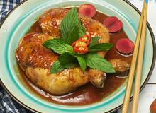 Món ăn mùa hè: Đùi gà sốt mận Hà Nội
