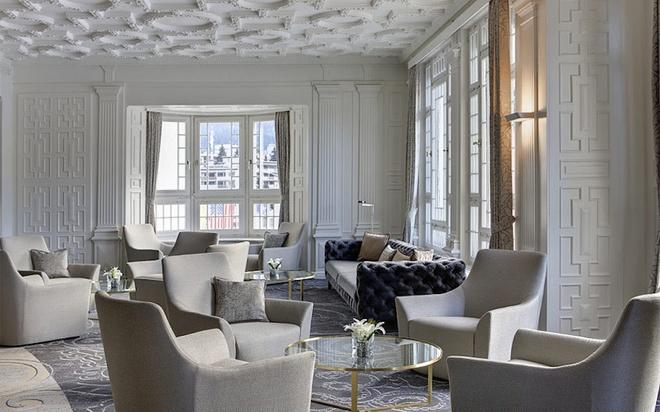 Xét về độ thư giãn và nghỉ ngơi, có lẽ không khách sạn nào vượt qua được Steigenberger Grandhotel Belvédère. Cách Phòng nghị sự Davos chỉ 9 phút đi bộ, khách sạn có khu vực spa cực lớn với một loạt bồn tắm nước nóng rộng rãi, hiện đại, phòng xông hơi và phòng massage. Ảnh: Marcel Giger.