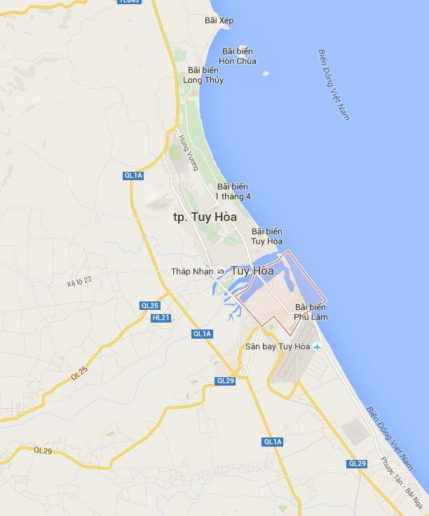 Khu vực bãi biển Xóm Rớ nằm gần sân bay Tuy Hòa