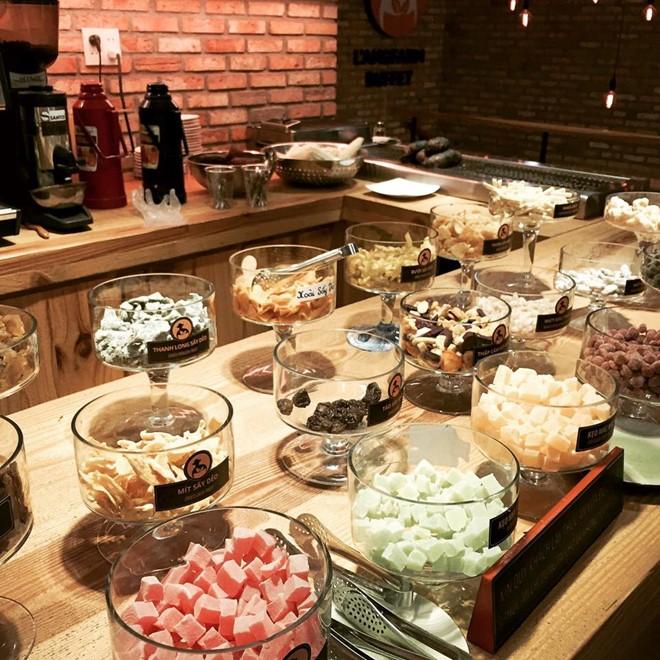Buffet hoa quả sấy dẻo, trà, kem chỉ với 39.000 đồng.
