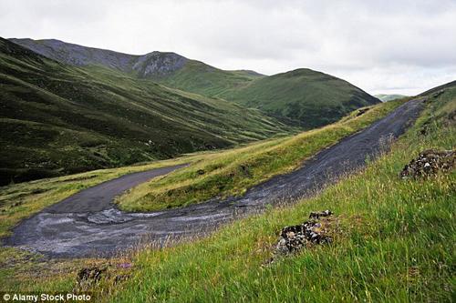 Với độ dốc 1:6, phần còn lại của con đường hiện tại vẫn tiếp tục cuốn hút nhiều tay lái xe gắn máy hay xe đạp. Các nhà chức trách đang cố gắng đưa thêm du khách tới đây, nghỉ chân ở một điểm dừng mới và đi bộ tham quan con đường cùng cảnh vật thiên nhiên xung quanh.