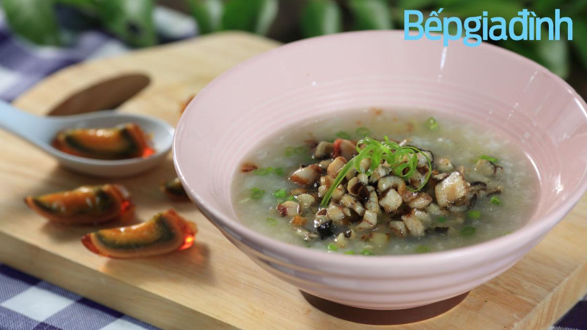 Món nấu nhanh: Cháo lươn trứng bắc thảo giải cảm tức thì