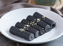 Bánh mè đen cuộn thơm ngon cho món tráng miệng