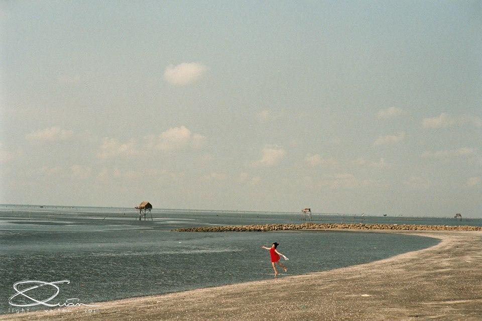 Bãi biển trải dài bất tận. Ảnh: Quân