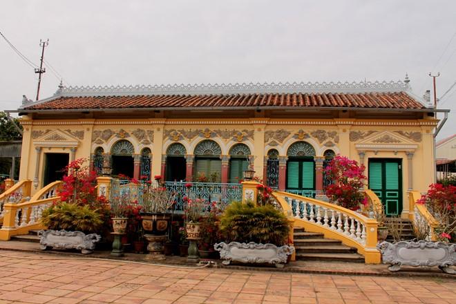 Nhà cổ Bình Thủy mang nhiều lối kiến trúc cổ xưa thời Pháp Thuộc.