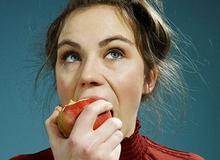 Bạn sẽ bỏ ngay thói quen ăn táo không gọt vỏ ngay sau khi biết được sự thật này