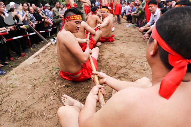 Độc đáo cuộc thi Kéo co ngồi truyền thống giữa lòng Hà Nội - Ảnh 4.