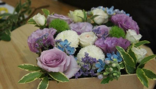 3 cách cắm hoa đơn giản đẹp xinh đón Tết - Ảnh 3.
