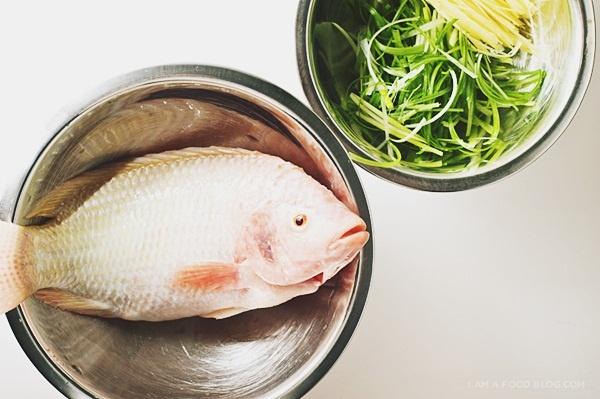 Gợi ý nấu món cá diêu hồng hấp Hongkong cho ngày Tết - Ảnh 1.
