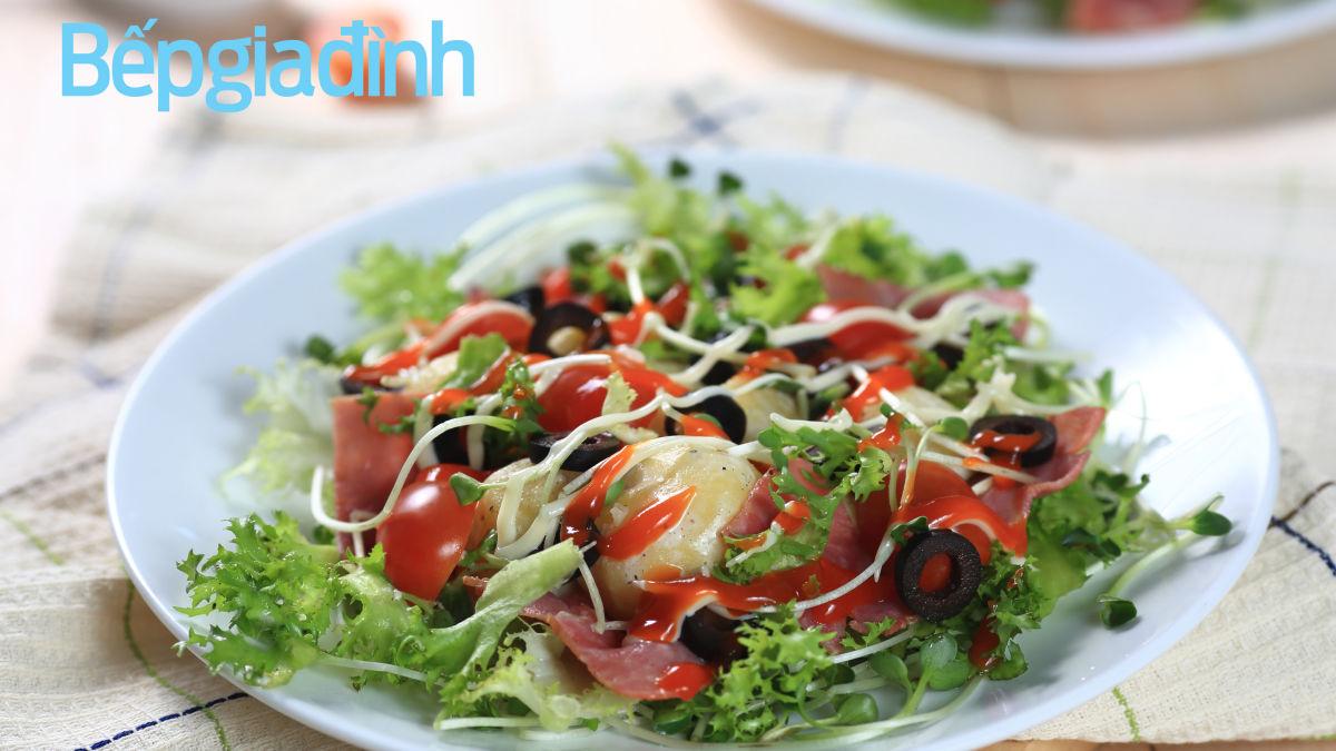 Món nấu nhanh: Salad khoai tây ô-liu đen thịt xông khói