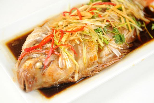 Gợi ý nấu món cá diêu hồng hấp Hongkong cho ngày Tết - Ảnh 2.