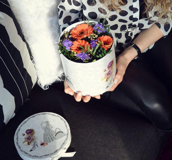 3 cách cắm hoa trong hộp quà xinh lung linh bạn cần bỏ túi - Ảnh 9.