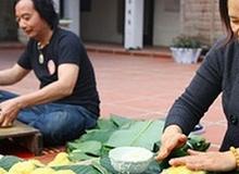 Níu truyền thống, người Hà Nội tự tay gói bánh chưng