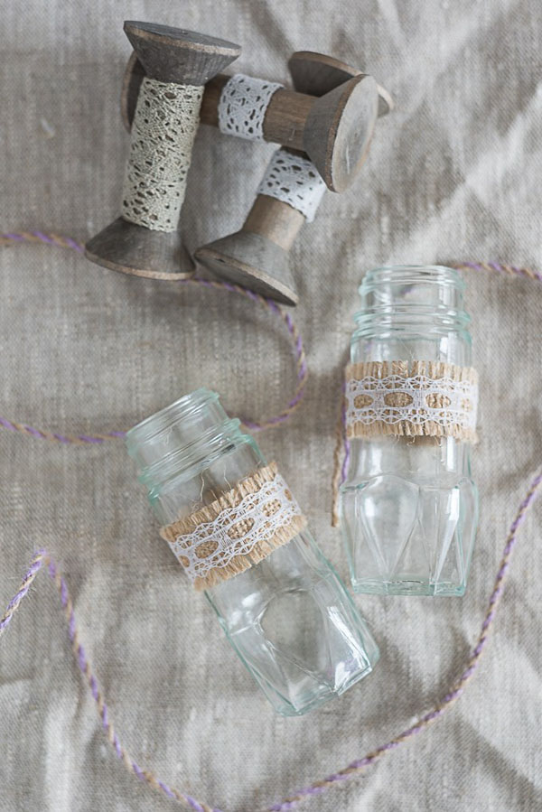 4 cách tái chế chai lọ làm bình hoa trang trí nhà tinh tế - Ảnh 2.