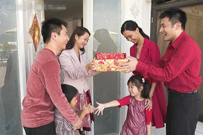 6 phong tục truyền thống đem lại may mắn ngày đầu năm - Ảnh 1.