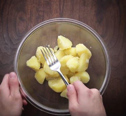 Làm bánh khoai tây chiên phô mai 2