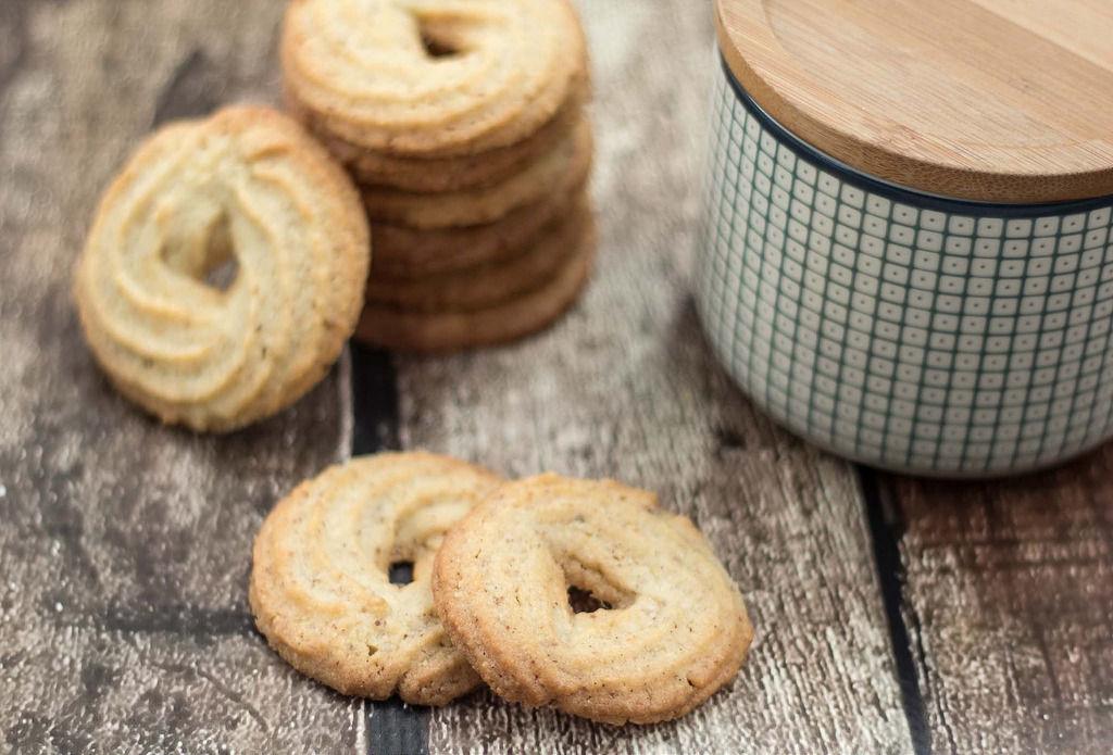 Tự làm bánh quy bơ Danisa ngon như bánh hộp