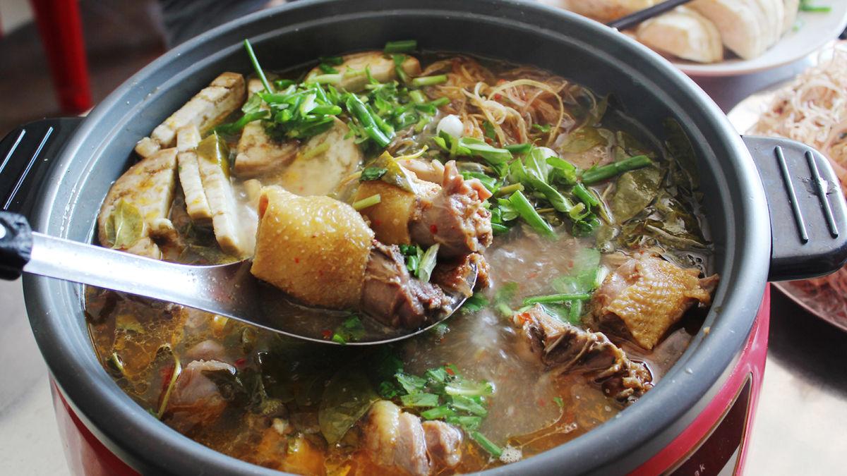 Cách nấu lẩu gà lá giang chua ngon