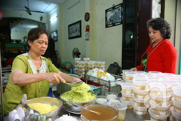 Cận cảnh một gia đình có truyền thống làm bánh trôi, bánh chay trên phố cổ 15