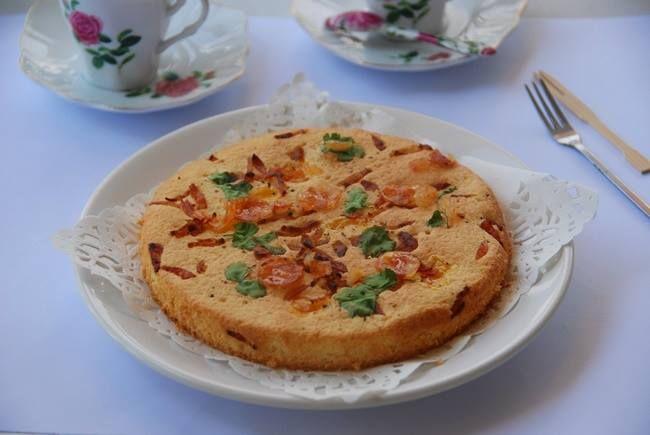 Bánh bông lan lạp xưởng, trứng muối