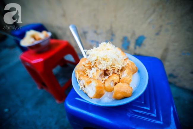 Giữa phố đồ ăn Tây hiện đại đông đúc, vẫn tồn tại một hàng cháo ruốc truyền thống cực ngon - Ảnh 16.